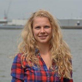 Astrid solliciteert bij Nederland Slank als dietist, orthomoleculair therapeut i.o. voordat ze kan beginnen volgt ze het programma bij Nederland Slank