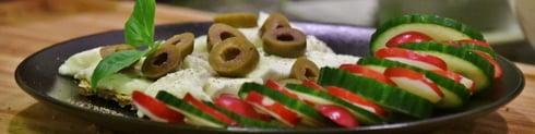 Roggeknäckebröd met buffelmozzarella met een kleurrijk extra'tje