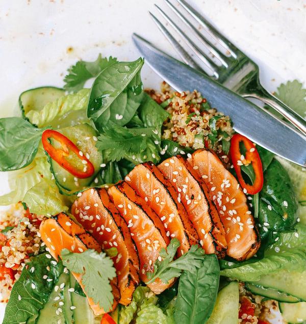 groene groenten en zalm