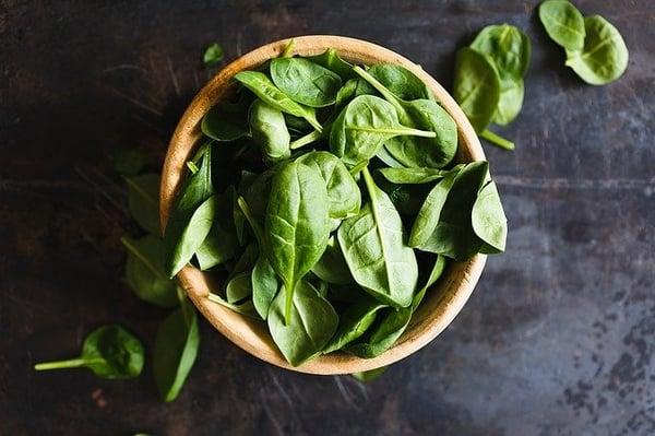 eet gezonde voeding met je volle bewustzijn